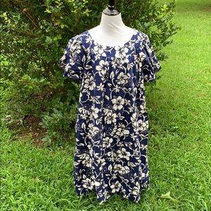 Hilo Hattie Hawaiian pocketed floral dress 2XL